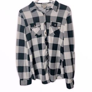 Passport Women's 2 Front Pocket Plaid Button Down